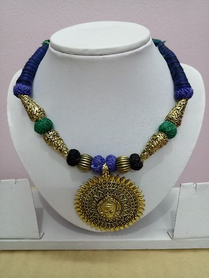 Green and blue combination thread necklace