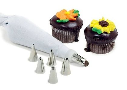 6 Pc Nuzzles Decorating Set With Icing Bag