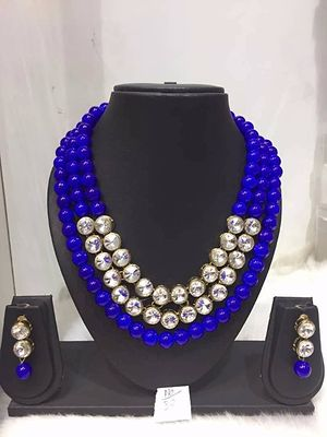 Beads and stone necklace set
