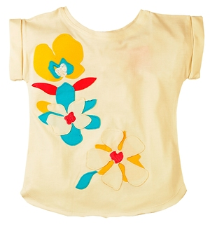 Flower applique extended shoulder Tee%>
