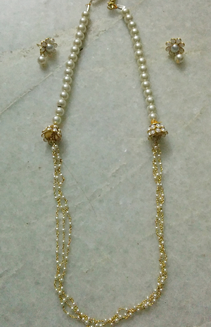 Off white pachi stone and pearlchain set with matching studs