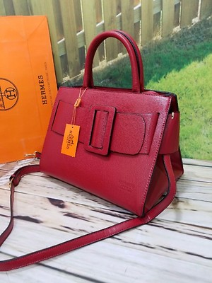 HERMES PARIS GIRLS OFFICIAL BAGS❤  SHOWROOM ARTICLE & FIRST TIME EVER IN REPLICA MARKET WOH B HAMARE THROUGH😍  STYLE WOH JO NAZAR AAYE🙊🙈  A7 QUALITY FULL DETALING ORIGINAL INNER..INNER VIEW SIDE VI