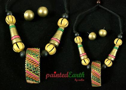Product: Terracotta contemporary antique gold (with hints of pink, ornage, green and yellow) set Code: PEBN0023