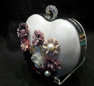 heart shape clutches are all time favorites 😍😍  introducing flower heart shape clutch wid handle and long sling aswell and ring lock  size  9×6