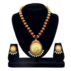 Kriaa Gold Plated Zinc Alloy Maroon And Green Pota Stone Necklace Set
