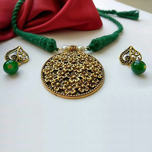 Green Threaded Round Pendant Necklace With Earring MTN-104