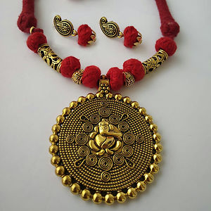 Red Threaded Ganesha Pendant Necklace With Earring MTN-105