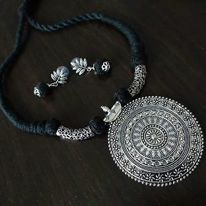 Black Threaded Round Pendant Necklace With Earring MTN-106