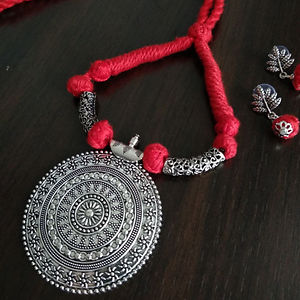Red Threaded Round Pendant Necklace With Earring MTN-110