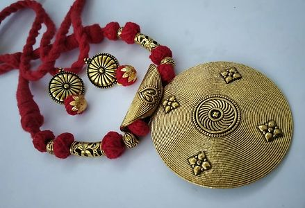 Red Threaded Fancy Big Round Pendant Necklace With Earring MTN-114