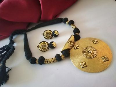 Black Threaded Traditional Round Pendant Necklace With Earring MTN-116