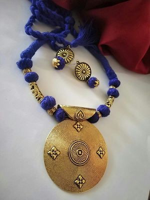 Blue Traditional Designer Threaded Round Pendant Necklace With Earring MTN-117