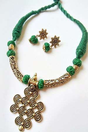 Green Threaded Fancy Pendent Necklace With Earrings - MTN-122B