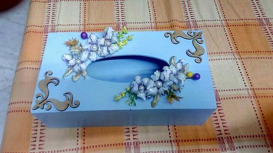 Tissue paper box with sospeso flowers