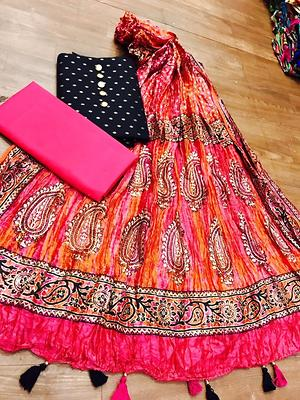 Wholesaler of designer non catalogue suits and sarees