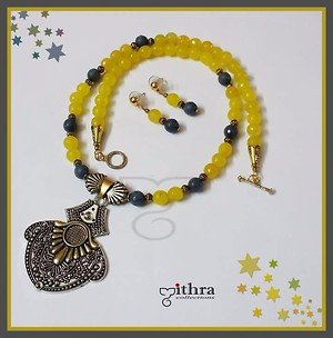 Product code: MC 1822294 Yellow and grey agate beads necklace with dual tone pendant.
