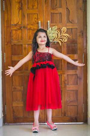 *Kids Gown*   *Fabric Details Mentioned*    Size:- M:- 20,24             Xl:- 22,26