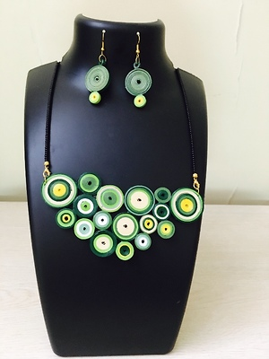 Contemporary quilled jewellery set