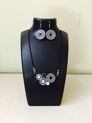 Elegant black and white paper jewellery set