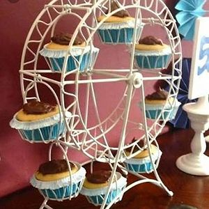 Get the farys wheel of cupcakes n tag your foodie friends as well💐💗