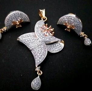 Beauitiful pendent Set
