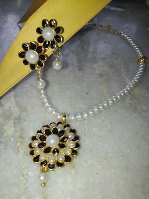 pachi necklace black with cream