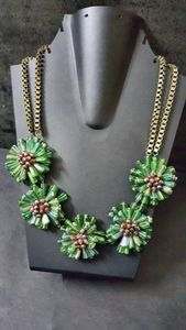Green glass beaded flower necklace