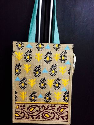 Jute hand bag with hand paint