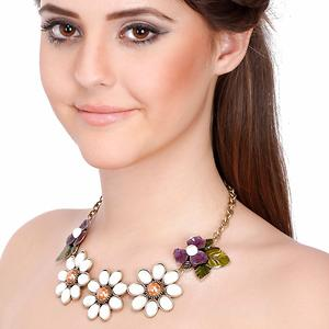 Contemporary Statement White Pearl Flowers Pendant Necklace