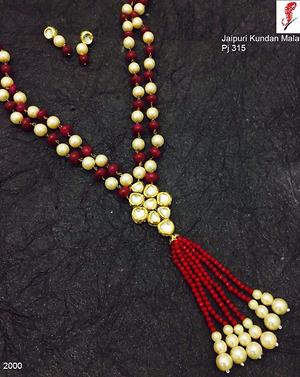 An elegant look  necklace
