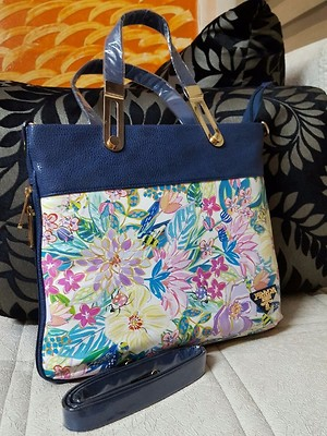 Prada big size flower printed handbags ✅With long sling available ✅Single partition Size 30x30 With expanding size with chain  from size n bottom ✅Back zip