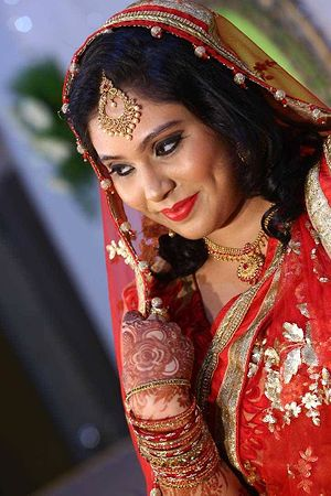 hi Queens if anybody require a makeup please contact me 7702757997