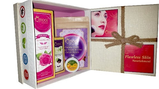 Flawless Nourishing Skin Care Gift Set @ 10 % OFF - Rs.1044