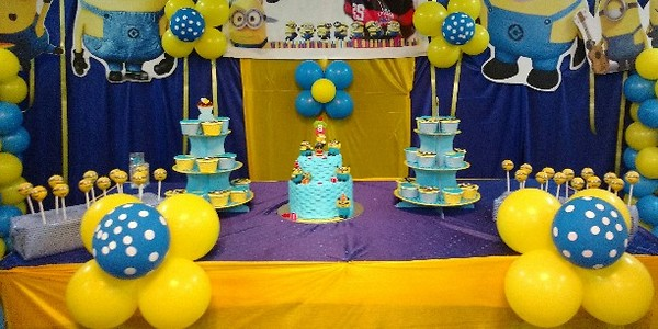 Minion theme dessert table